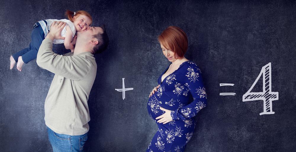 creative pregnancy portrait using chalkboard