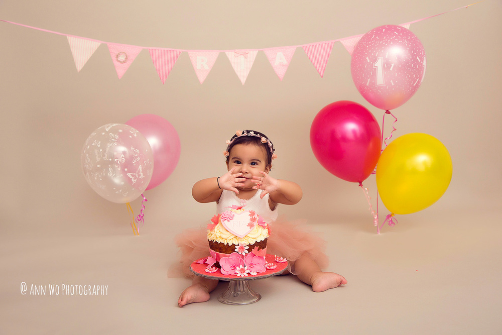 cake-smash-ria-london-baby-photographer13.jpg