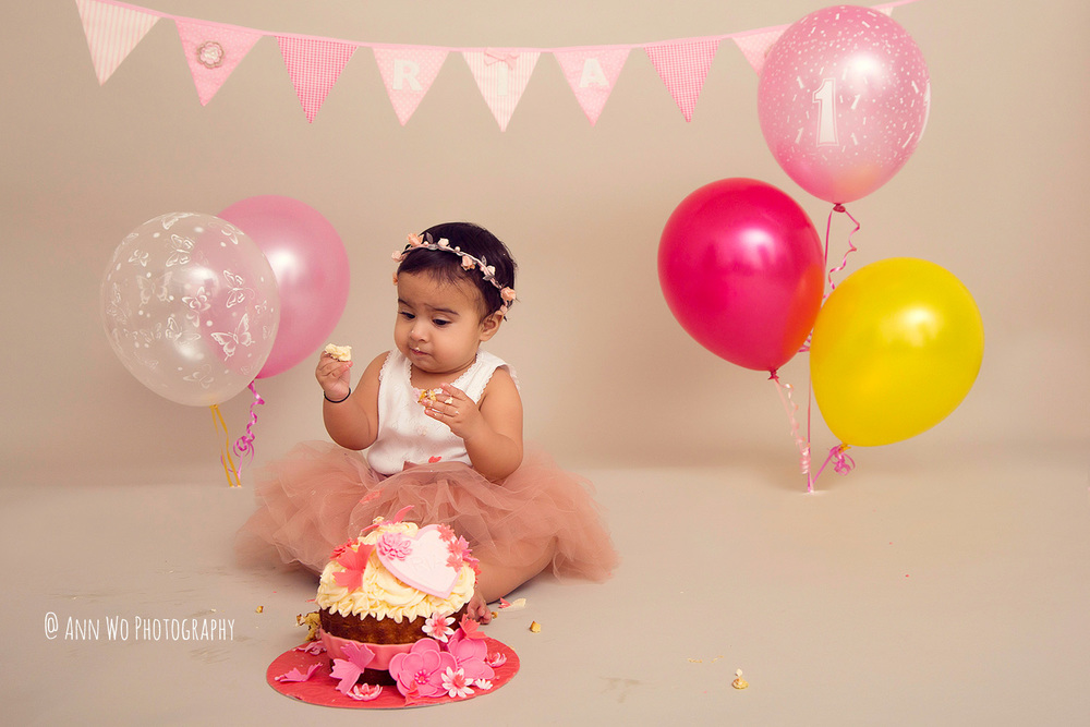 cake-smash-ria-london-baby-photographer16.jpg