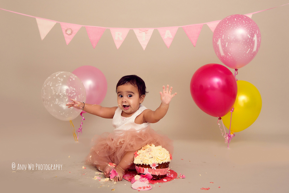 cake-smash-ria-london-baby-photographer23.jpg