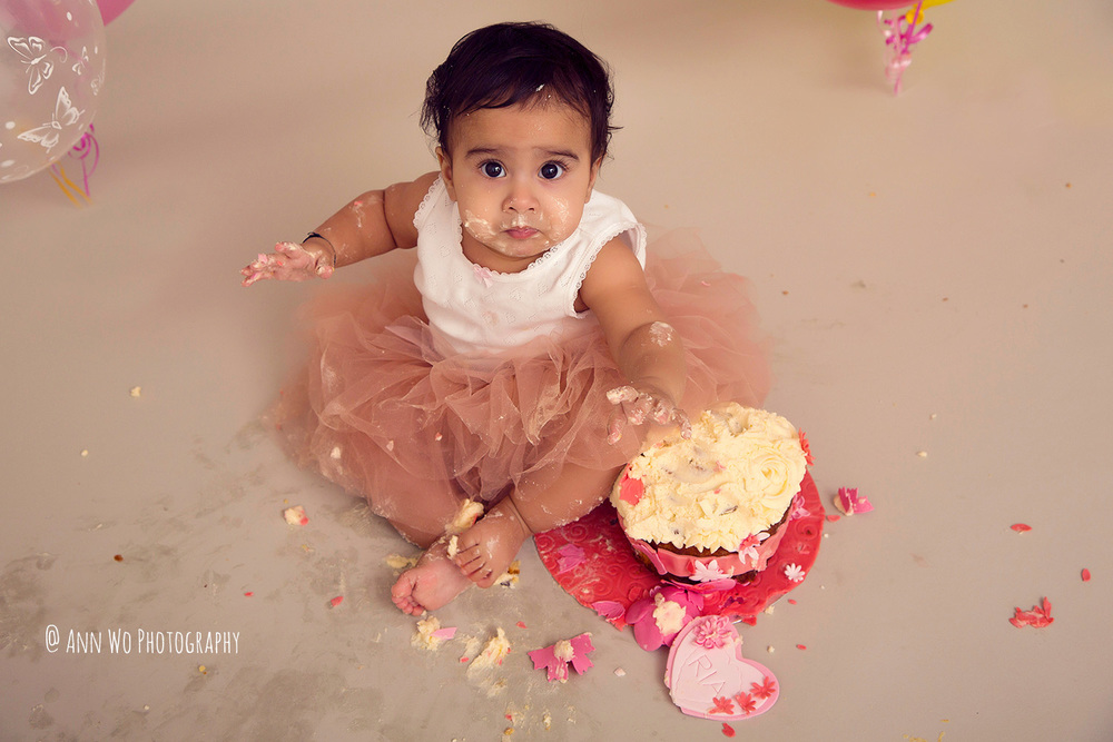 cake-smash-ria-london-baby-photographer24.jpg