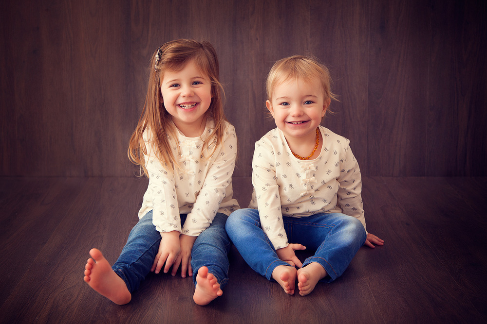 happy sisters studio children photographer ann wo