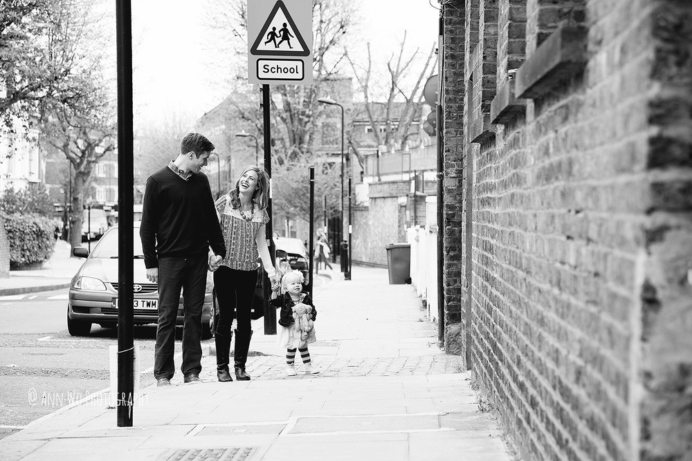 urban lifestyle photographer family with one toddler