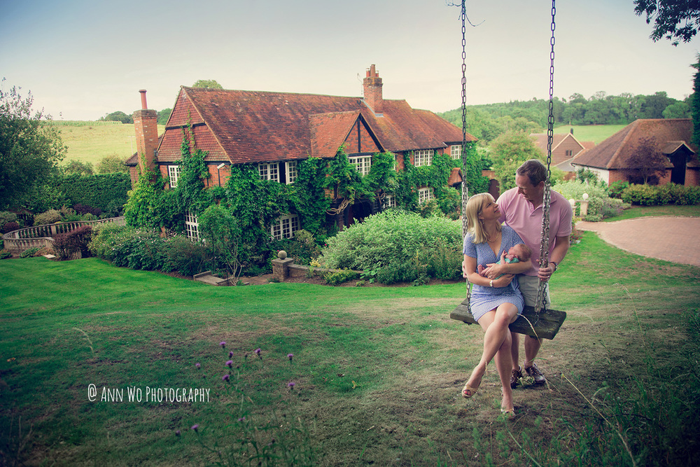 lifestyle outdoor newborn photography by ann wo in london english countryside