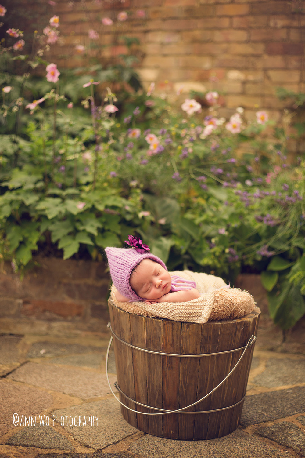 baby-photographer-london-newborn-girl-in-bucket-outdoor-uk.jpg