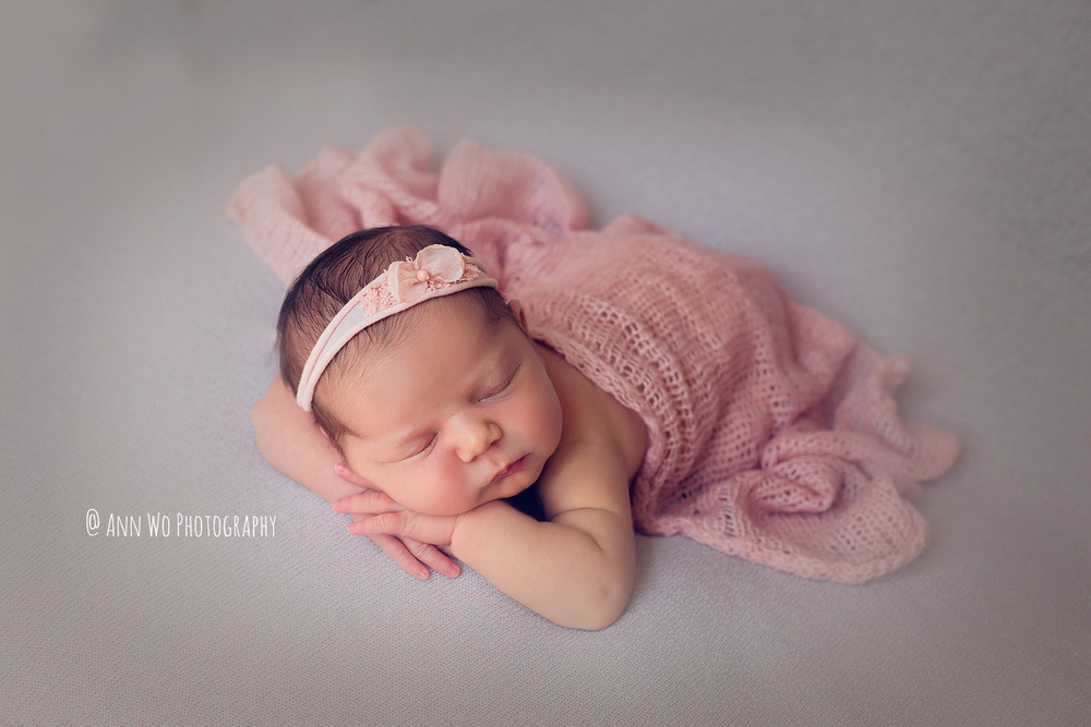 newborn photography in London by Ann Wo grey and pink headband