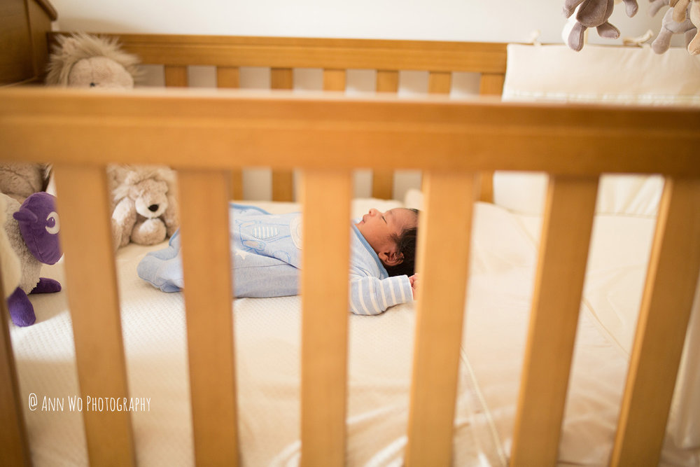 029-newborn-photography-session-at-home-ann-wo-london-29.JPG