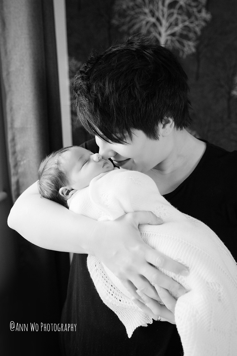 family-photography-with-newborn-baby-girl-2-mums-london-annwo-20.jpg
