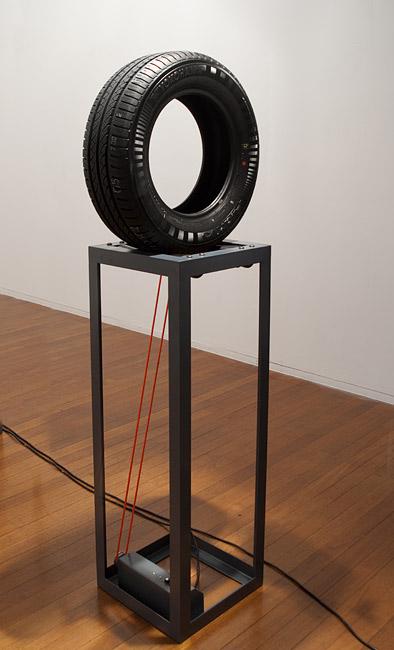 Endless Loop (Yokohama), 2011 Steel, polyethylene, mechanics, electrics, rubber 180 × 64 × 41cm Photo: Ivan Buljan