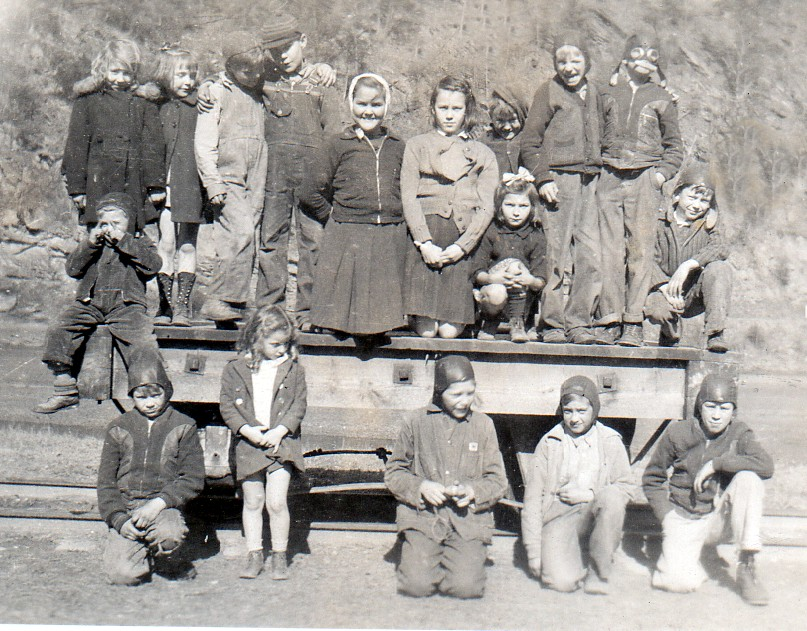 The children who attended school at   Caney    Creek  c.1938
