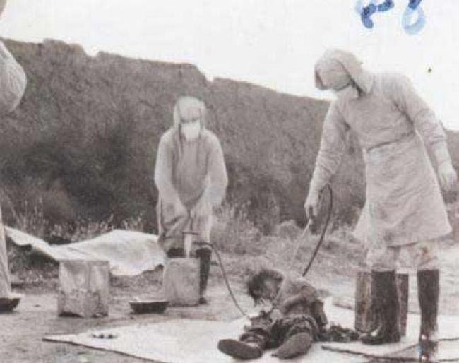 Doctors from Unit 731 with a victim.
