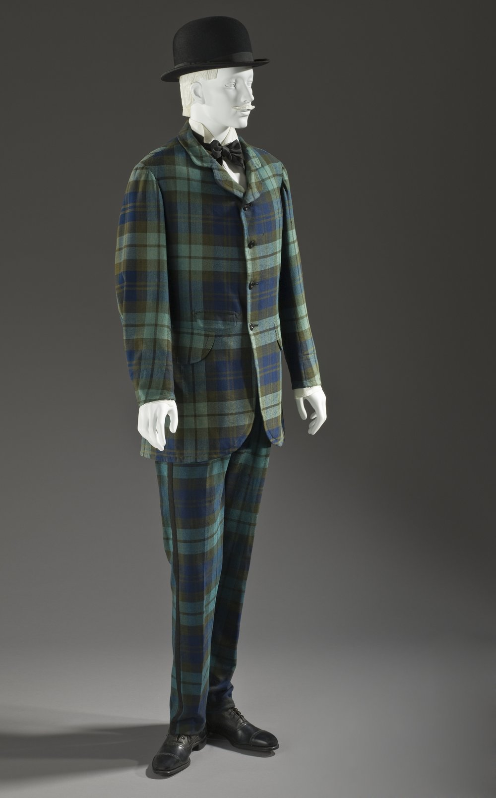 Man's_two-piece_lounge_suit_1875-1880.jpg