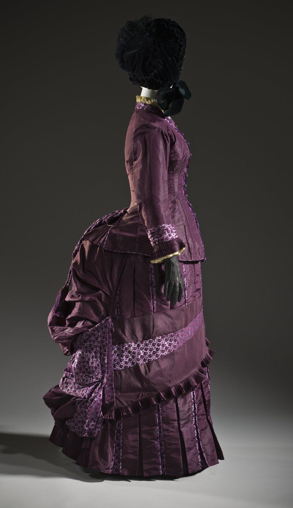 Woman's_dress_c._1885.jpg
