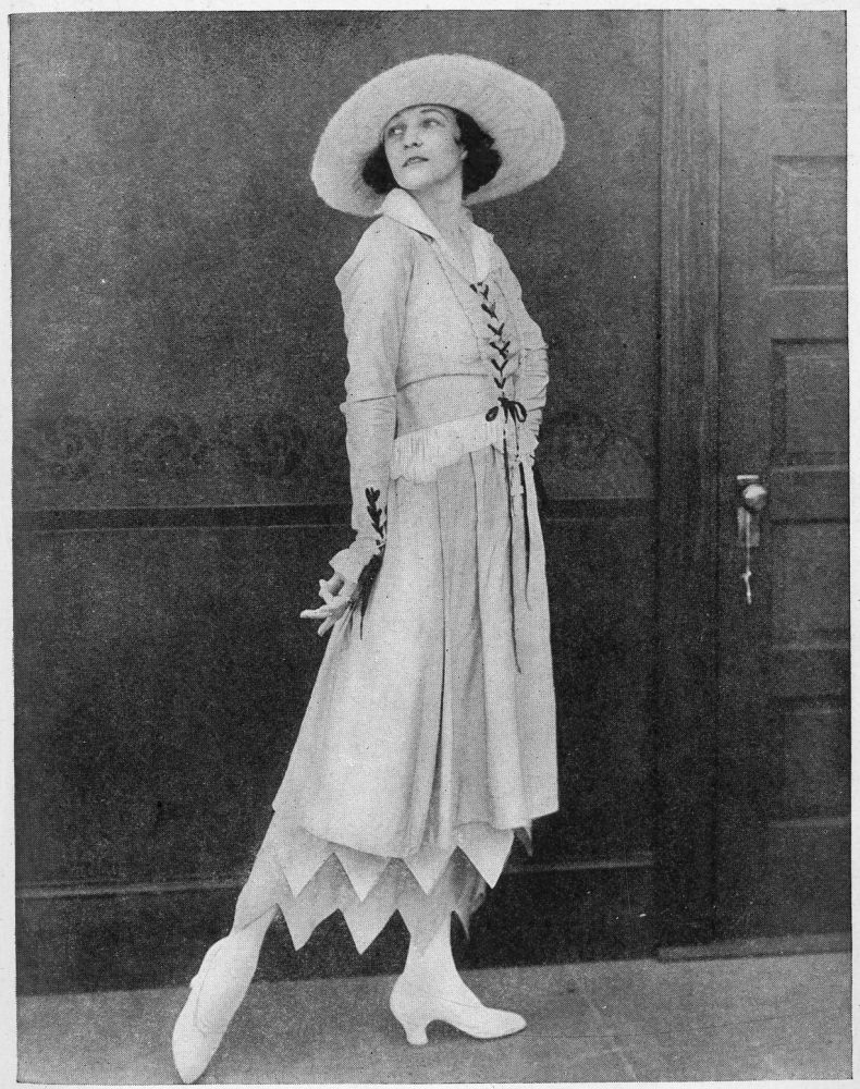 Irene_Castle_Summer_Costume_before_1917.jpg