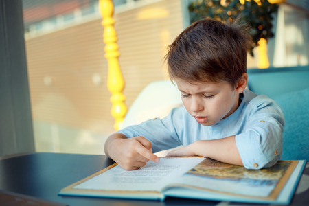 child finding it hard to read.jpg