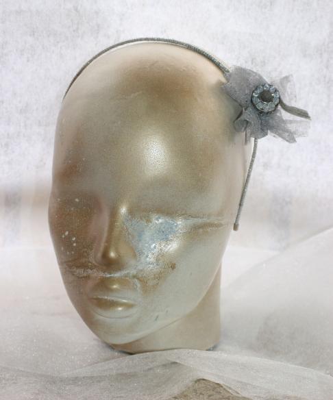 Diadema El hombre de hojalata:  Diadema negra y plateada con adorno metálico y cristales de swarovski