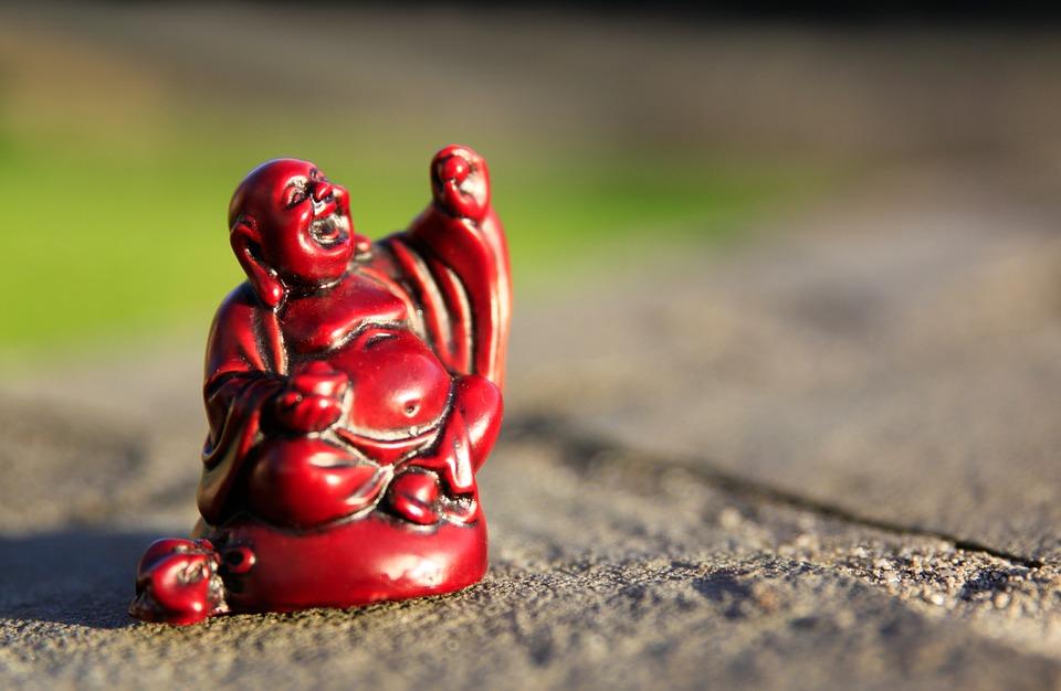 """""""Alegrate, porque todo lugar es aquí y todo momento es ahora"""", Buda. La meditación Vipassana se basa en el desapego, tanto material como emocional, para estar presentes con lo que hay en el momento actual"""
