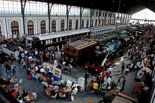 Mercado de Motores, en el Paseo de las Delicias 61, de 11 a 22 horas, el sábado y domingo