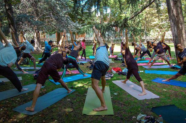 Yoga y pilates en el parque del Retiro las mañanas del sábado y domingo