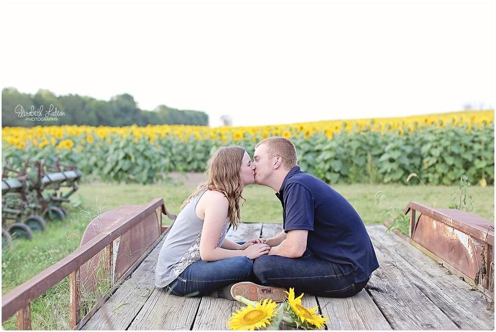 Kansas City Photographer-Elizabeth Ladean-Best-Of-Engagement_2015_3385.jpg
