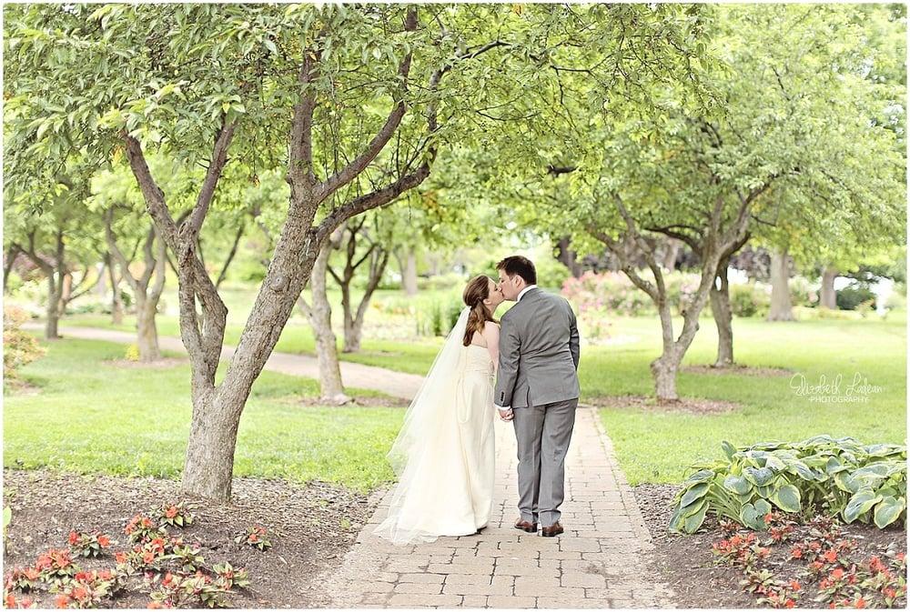 Kansas City Photographer-Elizabeth Ladean-Best-Of-Weddings_2015_3416.jpg
