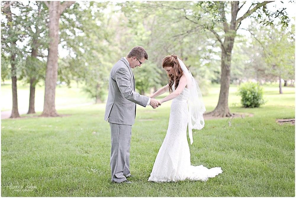 Kansas City Photographer-Elizabeth Ladean-Best-Of-Weddings_2015_3430.jpg