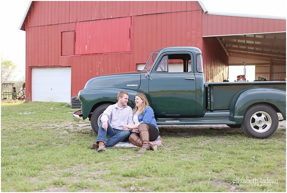 KansasCityEngagementPhotographer_ElizabethLadeanPhotography_M+S416-_5475.jpg