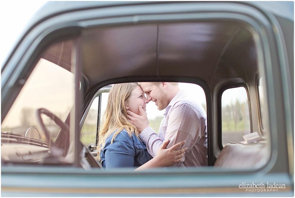 KansasCityEngagementPhotographer_ElizabethLadeanPhotography_M+S416-_5481.jpg