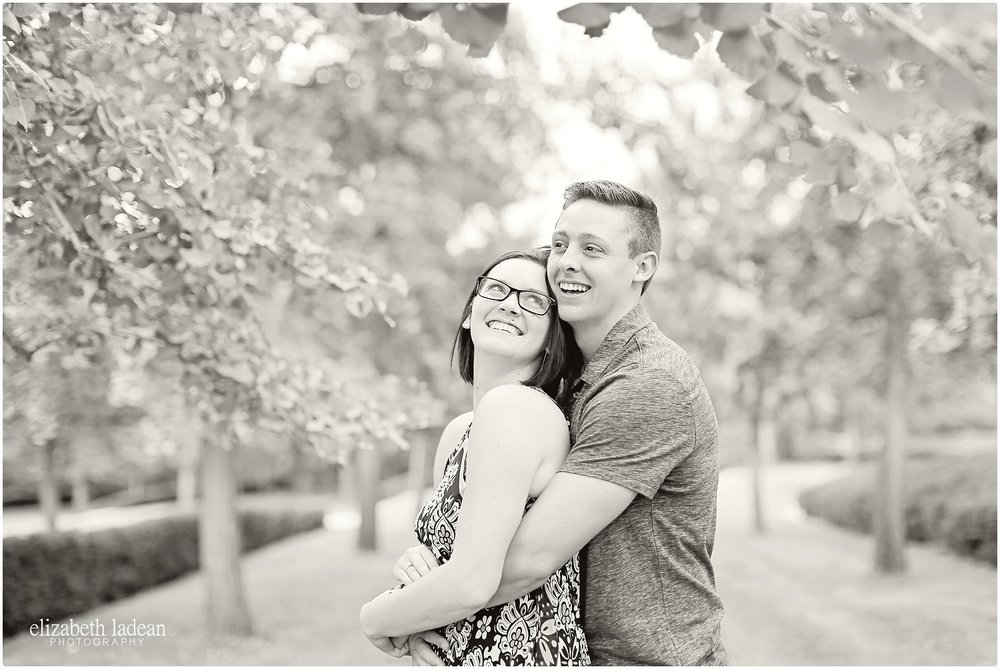 Nelson-Atkins-Engagement-Session-KC-Photographer-A+M-August-ElizabethLadeanPhotography-photo_6365.jpg