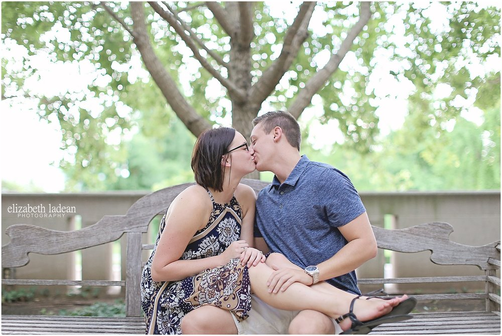 Nelson-Atkins-Engagement-Session-KC-Photographer-A+M-August-ElizabethLadeanPhotography-photo_6376.jpg