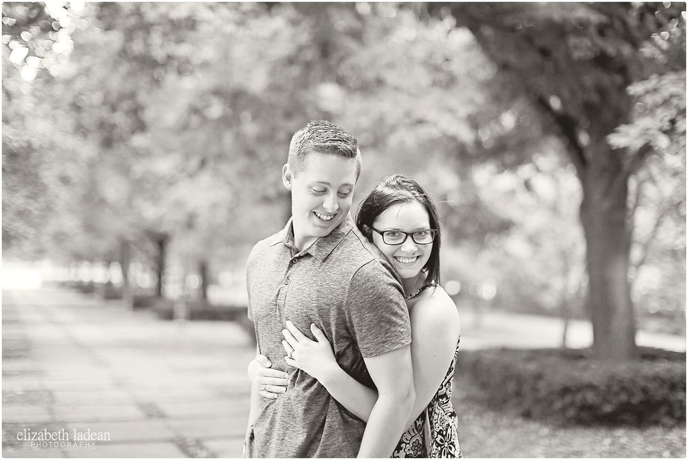 Nelson-Atkins-Engagement-Session-KC-Photographer-A+M-August-ElizabethLadeanPhotography-photo_6371.jpg