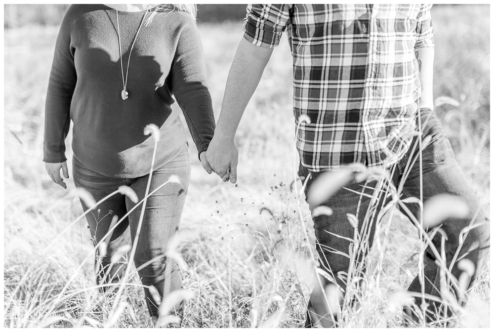 Family-Farm-Hay-Bales-Engagement-Photos-H+J2017-Kansas-City-Elizabeth-Ladean-Photography-photo-_5072.jpg