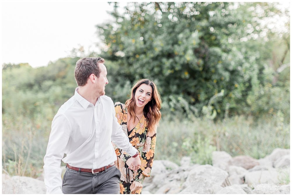 natural posing engagement photography