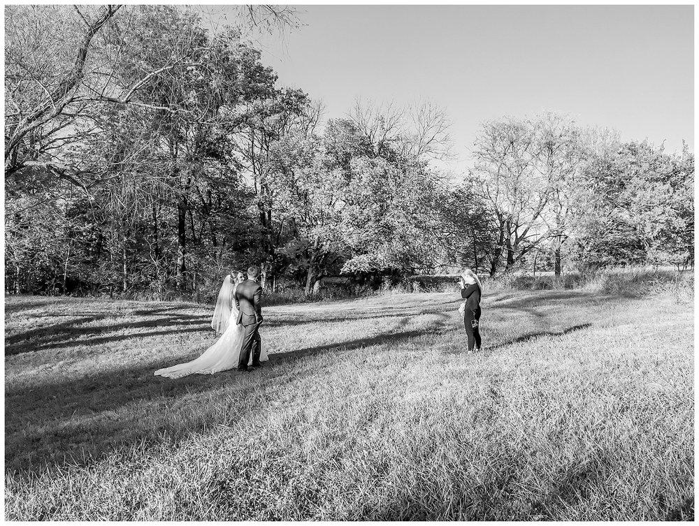 Kansas-City-KC-Wedding-Photographer-behind-the-scenes-BTS2017-Elizabeth-Ladean-Photography-photo-_5826.jpg