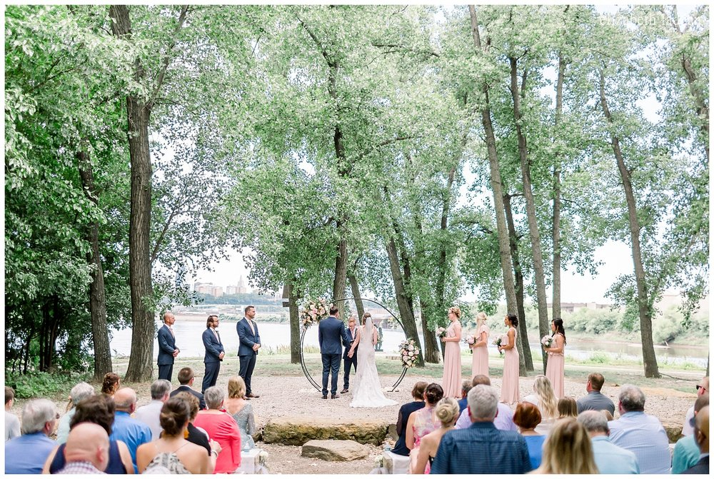 Kaw-Point-Outdoor-Wedding-Kansas-City-A+J-0526-elizabeth-ladean-photography-photo-_8011.jpg