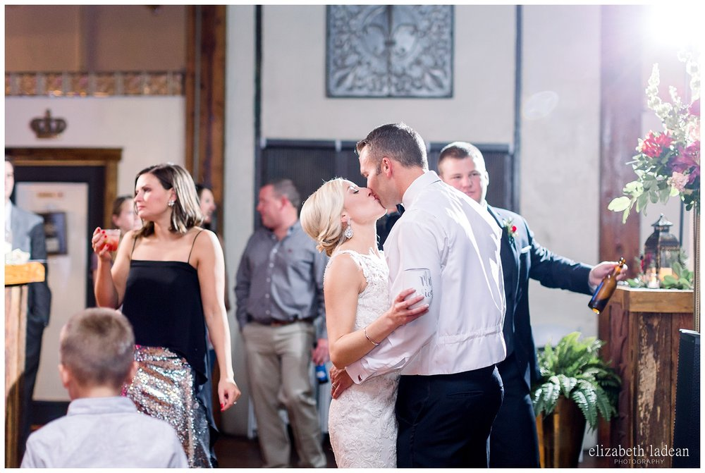 Downtown-Kansas-City-Wedding-Photos-L+B-101318-elizabeth-ladean-photography-photo_1623.jpg