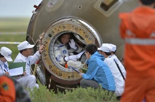 shenzhou-10-touches-down.jpg