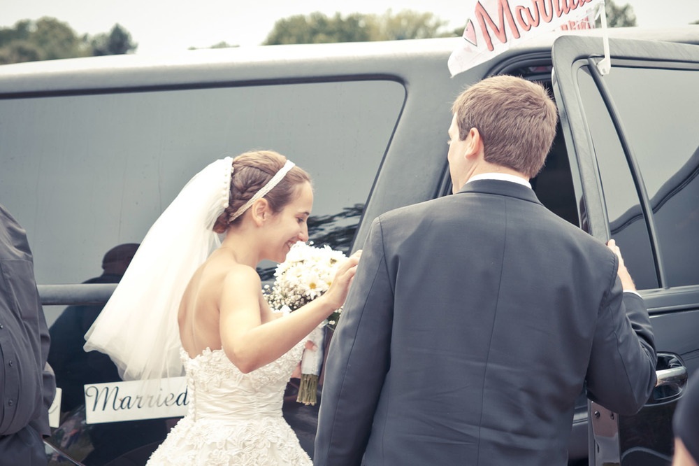 20120623152244_groom_bride_limo.jpg