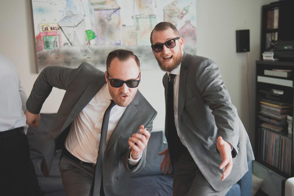 20120902171247_funny_groomsmen.jpg