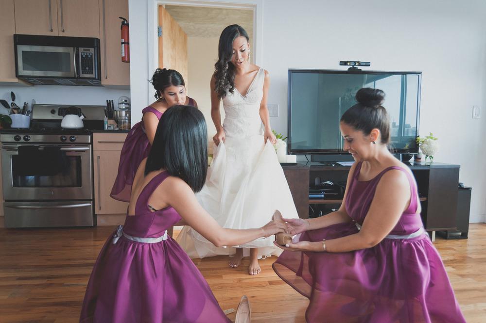 20120902171517_bride_bridesmaids_helping.jpg