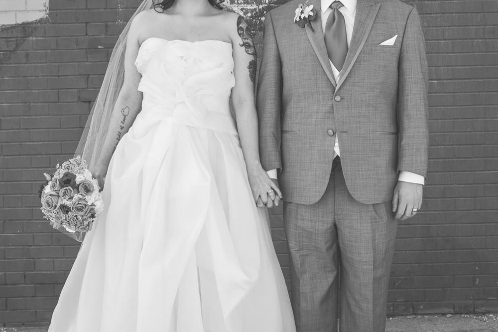 20130427154215_black_white_bride_groom.jpg