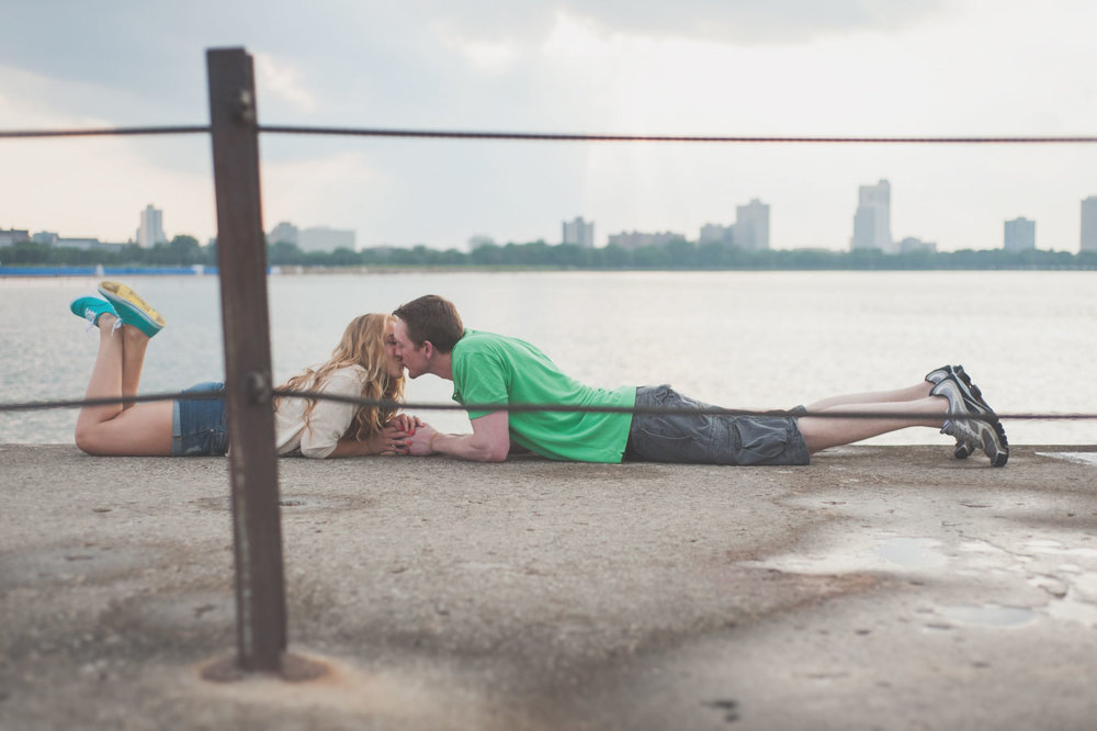 01-Chicago_Engagement_Photography_Beach.jpg