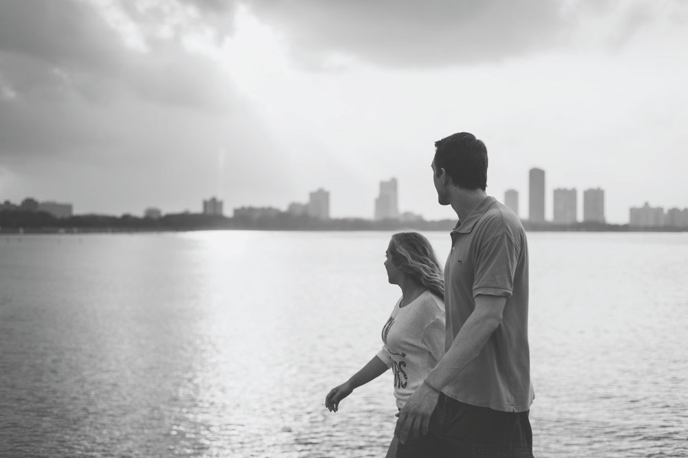 09-Chicago_Engagement_Photography_Lake_Michigan.jpg