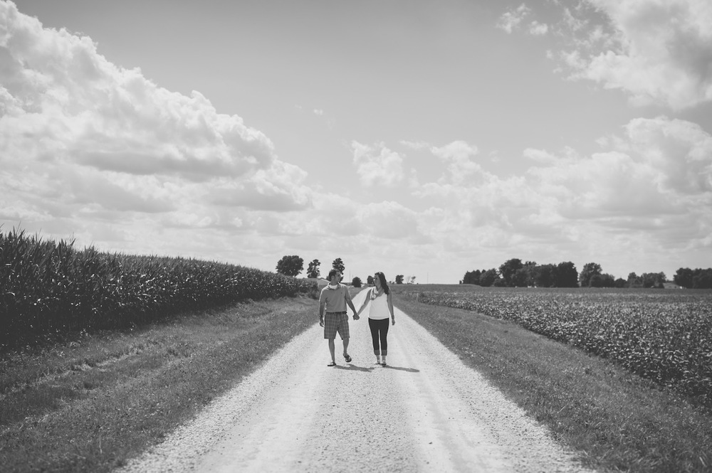 20130804150157_dirt_road_couple_walking.jpg