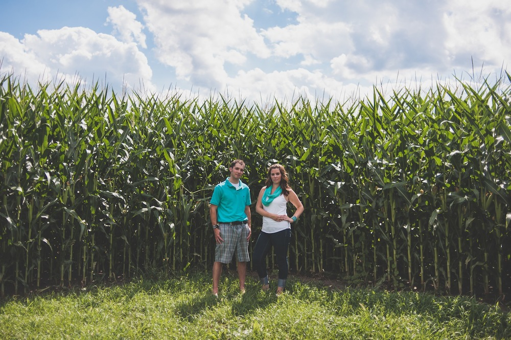 20130804152722_corn_field_cute_couple.jpg