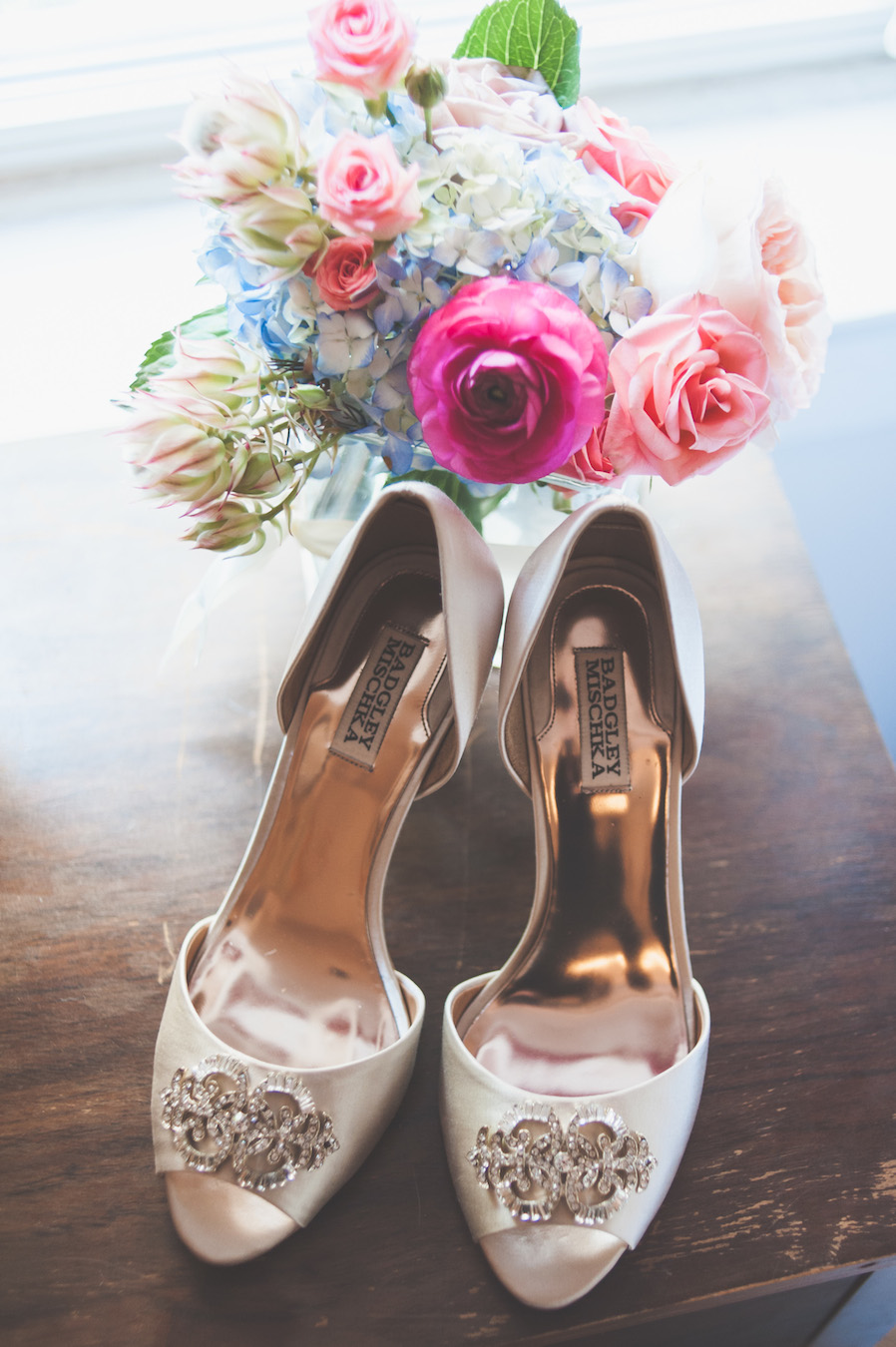20130824115052_bride_flowers_shoes.jpg