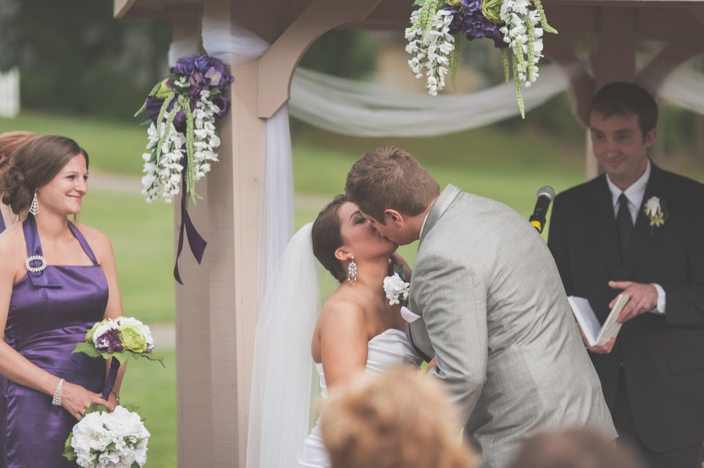 20130608164752_first_kiss_wedding_photo.jpg