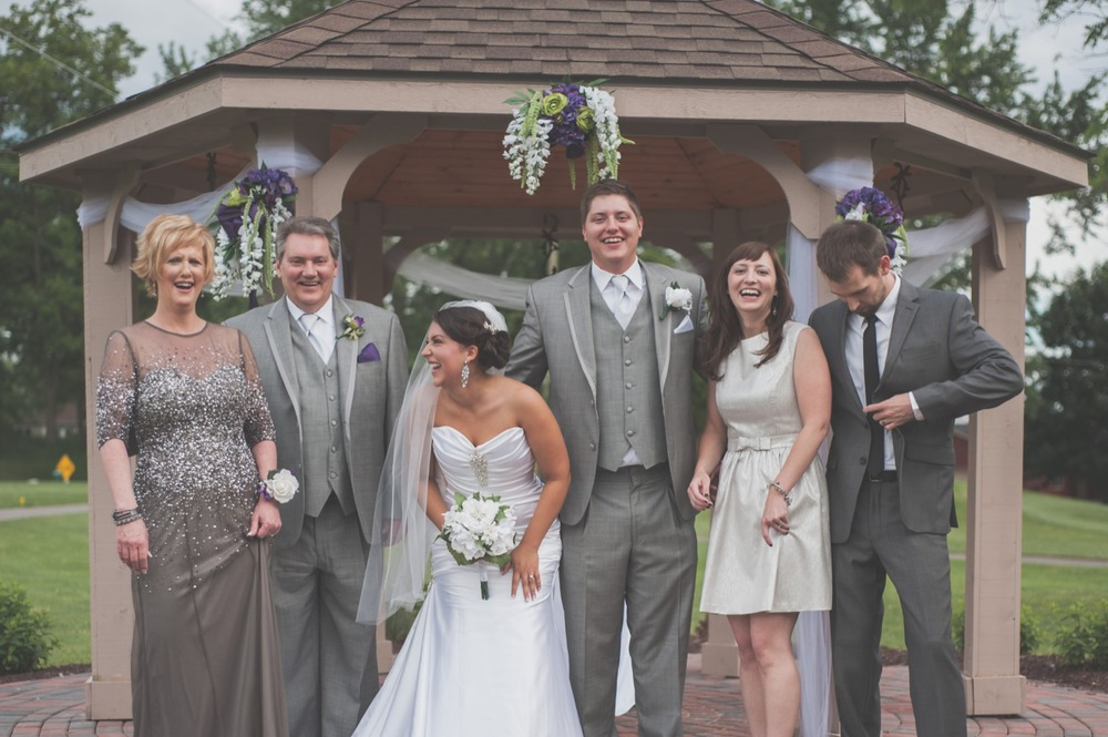20130608165959_funny_wedding_portrait_family.jpg