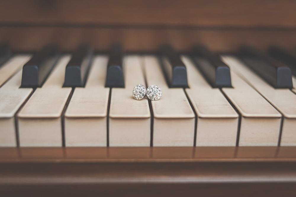 20130629122209_piano_keys_earrings.jpg