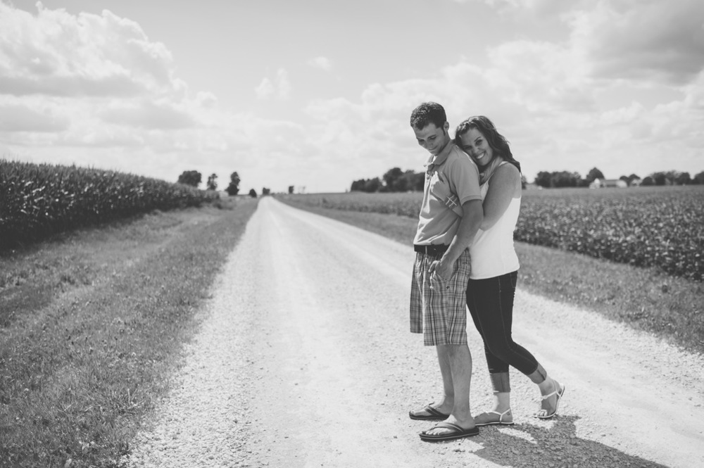 20130804150440_Chicago_engagement_photography_vintage_barn_outdoor.jpg